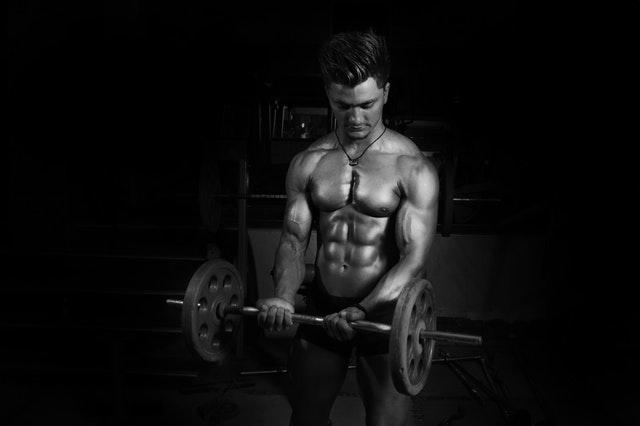 男がモテるには筋トレをして筋肉を鍛えよう